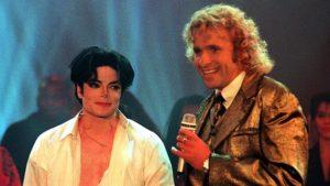 """Michael Jackson sorgte am 04.November 1995 mit seinem Auftritt bei """"Wetten, dass..."""" für Aufsehen. © dpa Foto: Achim Scheidemann"""